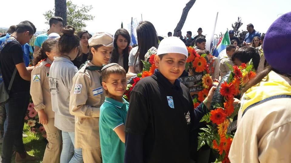 יום הזכרון עם משפחתו של זידאן. המארגנים כיבדו את בני יאיר בהנחת זר, אמר ישראל אליסף, תושב שכונת הר נוף, בטקס מרשים בחלקה הצבאית בכפר ינוח.